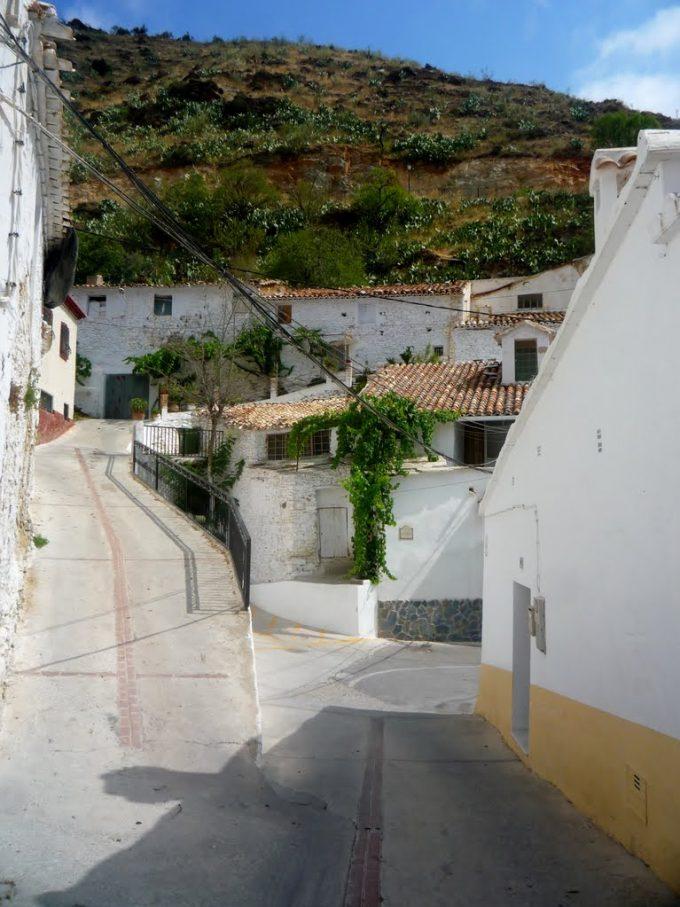 Paseo por el Pueblo de Laroya