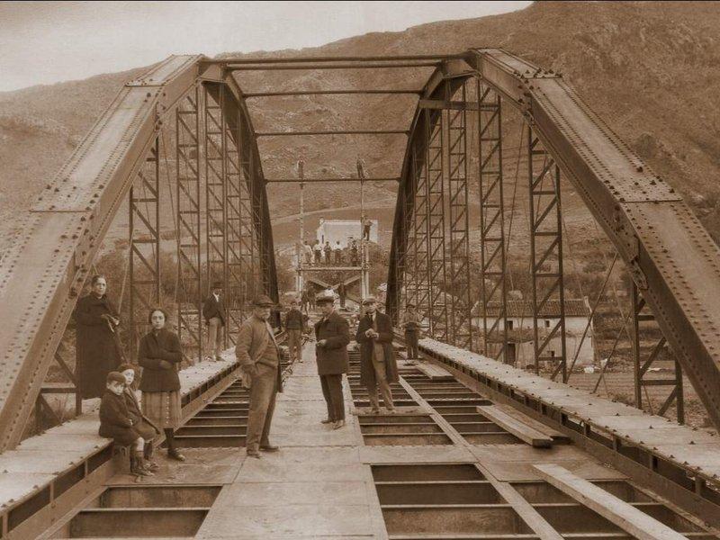 Foto puente en construcción